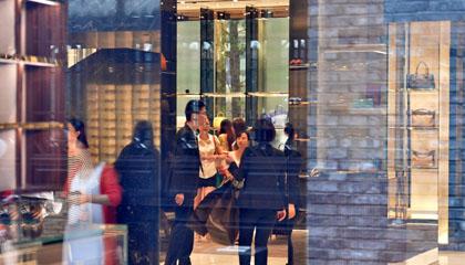 这份奢侈品报告显示:内地消费者年均花费近24万元,千禧一代为主力消费群体